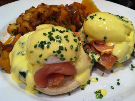 Smoked Salmon, English Muffin, Poached Eggs, Hollandaise Sauce, Chives with Hash Browns