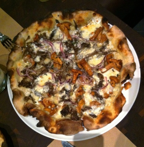 Funghi . 15 Fontina, Hen of the Woods,  Chanterelles, Red Onion, Thyme